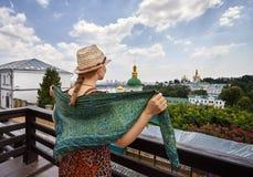 Turista a Kiev Pechersk Lavra fotografia stock libera da diritti
