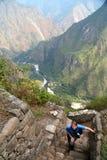 Turista in Machu Picchu fotografie stock libere da diritti