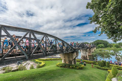 Turista na ponte do rio Kwai Fotografia de Stock
