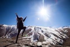 Turista nas montanhas Fotos de Stock Royalty Free