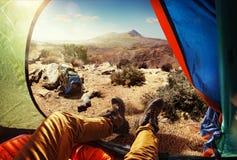 Turista nella tenda Fotografie Stock