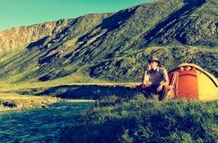 Turista no acampamento Fotos de Stock