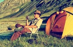 Turista no acampamento Imagem de Stock