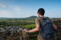 Turista no castelo de Szigliget, Hungria Imagens de Stock Royalty Free