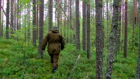 Turista no holdingd do forestman Foto de Stock