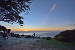Turista no monte do sinal, Cape Town Imagens de Stock Royalty Free