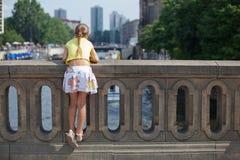 Turista que recorre en la ciudad de Berlín. fotos de archivo libres de regalías