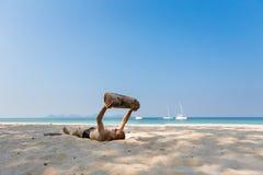 Turista que relaxa em Koh Mook Foto de Stock