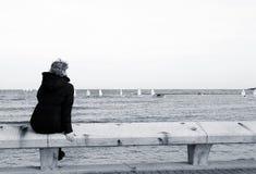 Turista que senta-se no banco foto de stock royalty free