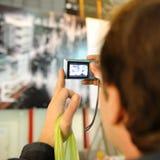 Turista que toma un cuadro Imagenes de archivo