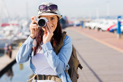Turista que toma una foto foto de archivo