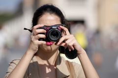 Turista que toma una foto Imagen de archivo