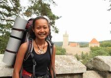 Turista que va al castillo de Kokorin Fotos de archivo libres de regalías