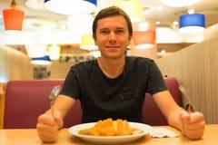 Turista in ristorante immagine stock libera da diritti