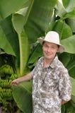 Turista sorpreso sulla piantagione di banana Immagine Stock Libera da Diritti