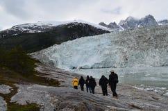 Turista su un ghiacciaio Immagini Stock Libere da Diritti