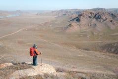 Turista sulla collina Fotografia Stock Libera da Diritti