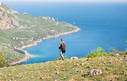 Turista sulla montagna Fotografia Stock