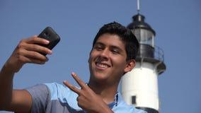 Turista teenager Selfie archivi video