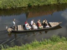 Turista in una barca con la guida Fotografie Stock Libere da Diritti