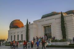 Turista y visitantes en Griffith Observatory fotos de archivo