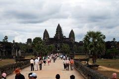 Turistas Angkor Wat Imagem de Stock Royalty Free