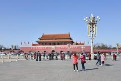 Turistas chineses na Praça de Tiananmen, Pequim, China Imagens de Stock Royalty Free