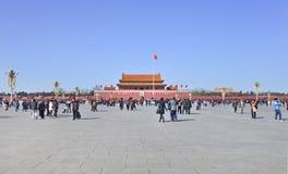 Turistas chineses na Praça de Tiananmen, Pequim, China Imagem de Stock