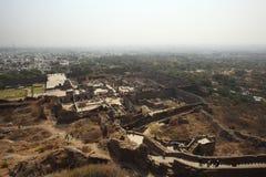 Turistas da parte superior do forte de Golconda, Hyderabad Imagens de Stock Royalty Free
