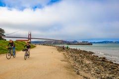 Turistas de la bici del Golden Gate Imágenes de archivo libres de regalías