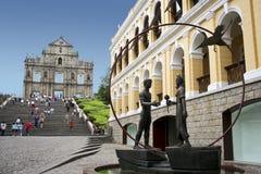 Turistas de los pauls del st de Macau foto de archivo