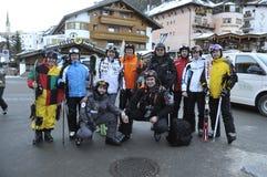 Turistas de Rusia centro turístico Ischgl austria El Tyrol del sur Diciembre de 2013 Fotografía de archivo