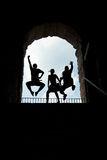 Turistas de salto Fotos de Stock Royalty Free