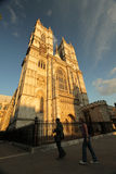 Turistas delante de la abadía de Westminster Foto de archivo libre de regalías