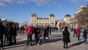 Turistas delante de Notre Dame Fotografía de archivo libre de regalías
