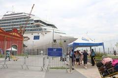 20.000 turistas desembarcan de las naves transatlánticas en Rio de Jan Fotografía de archivo