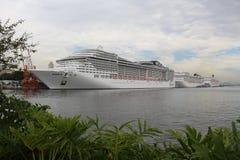 20.000 turistas desembarcan de las naves transatlánticas en Rio de Jan Imagenes de archivo