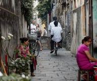 Turistas e locals, Hoi An, Vietname imagem de stock royalty free