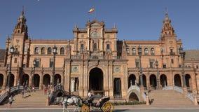 Turistas e transporte puxado a cavalo em Royal Palace vídeos de arquivo
