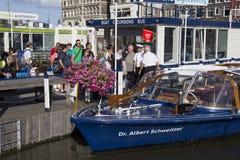 Turistas em Amsterdão Imagens de Stock Royalty Free