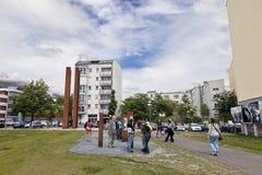 Turistas em Berlin Wall Memorial Bernauer Strasse Foto de Stock