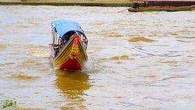 Turistas em Chao Phraya River video estoque