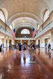 Turistas em Ellis Island Immigration Museum fotografia de stock