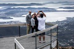 Turistas em Mt Wellington, Hobart Tasmania fotos de stock