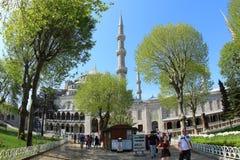 Turistas em Sultan Ahmet Mosque, Istambul fotografia de stock royalty free