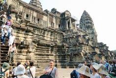 Turistas en Angkor Wat, Camboya Imágenes de archivo libres de regalías