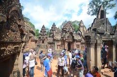 Turistas en Angkor Wat, Camboya Foto de archivo