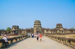 Turistas en Angkor Wat, Camboya Fotografía de archivo libre de regalías
