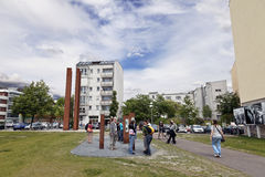 Turistas en Berlin Wall Memorial Bernauer Strasse Foto de archivo
