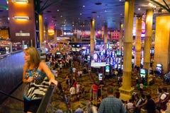Turistas en casino apretado fotografía de archivo